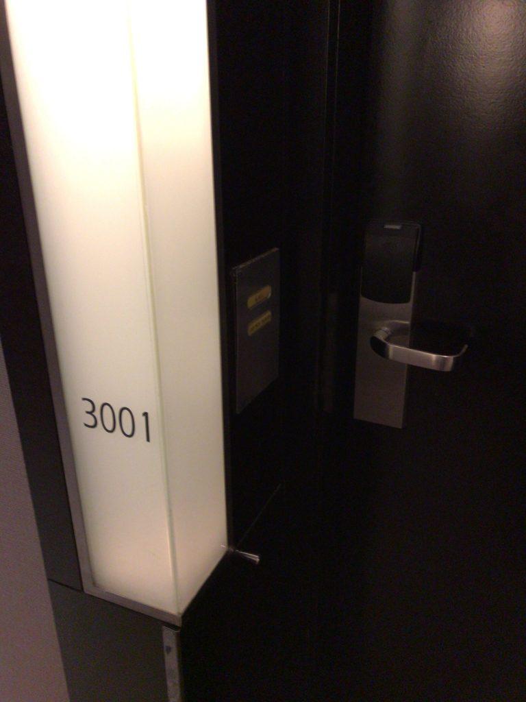 ヒルトンクアラルンプール・エグゼクティブルームルーム3001ナンバー 部屋の扉