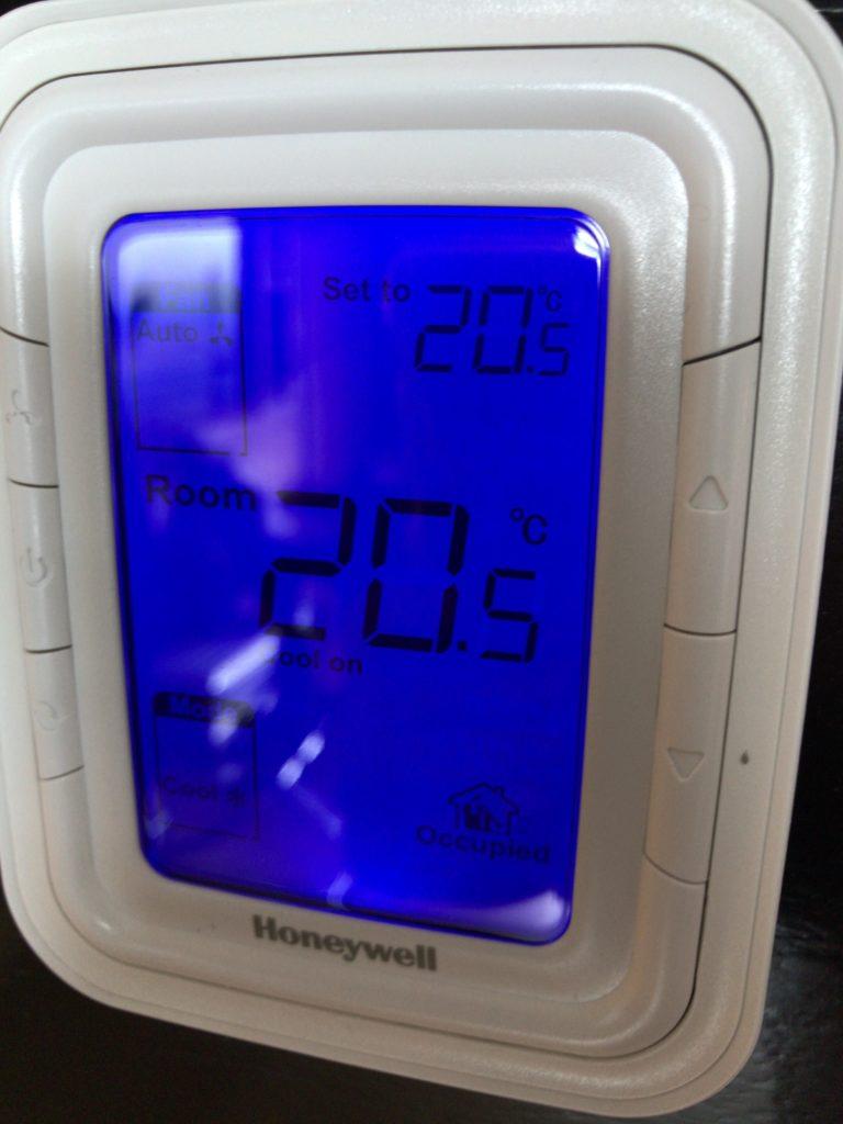 ヒルトンクアラルンプール・エグゼクティブルーム・エアコン初期設定温度
