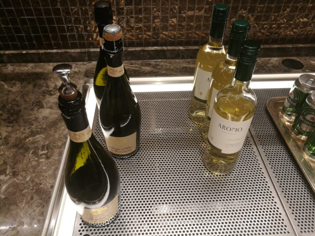 カクテルタイム スパークリングワインと白ワイン