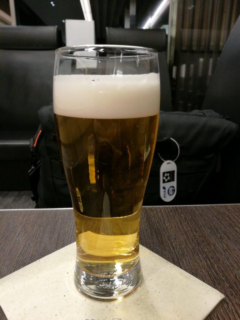 ANAラウンジでビール