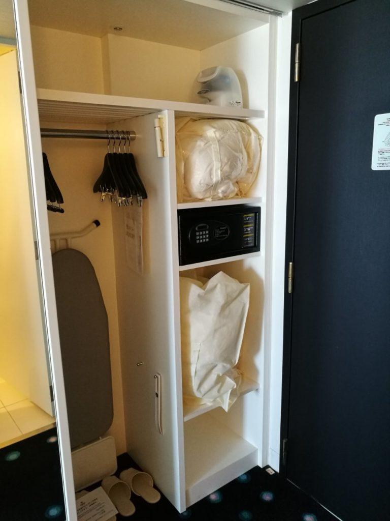 1045号室 セレブリオ ツインルーム パークビュー クローゼット01