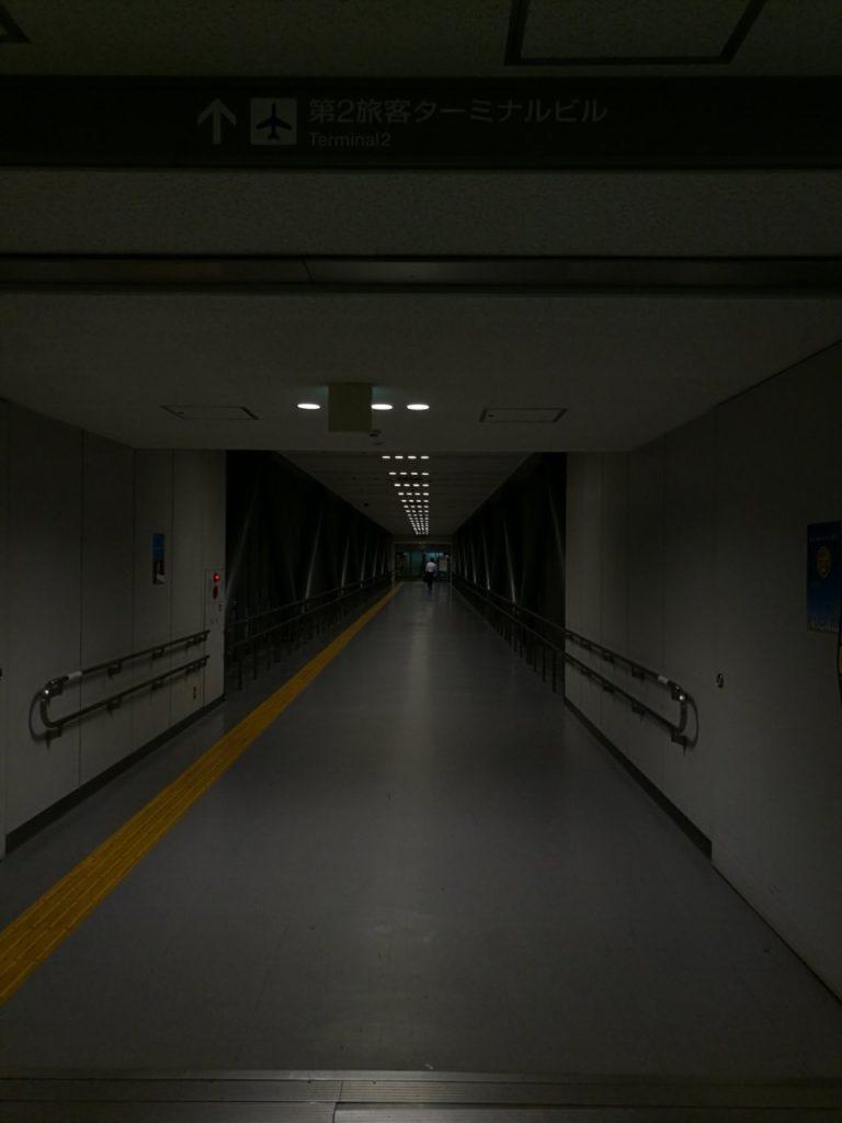 早朝羽田空港連絡通路