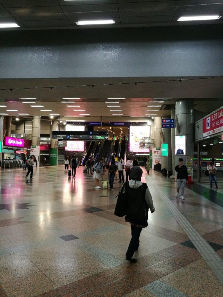 KLセントラル駅5番線前