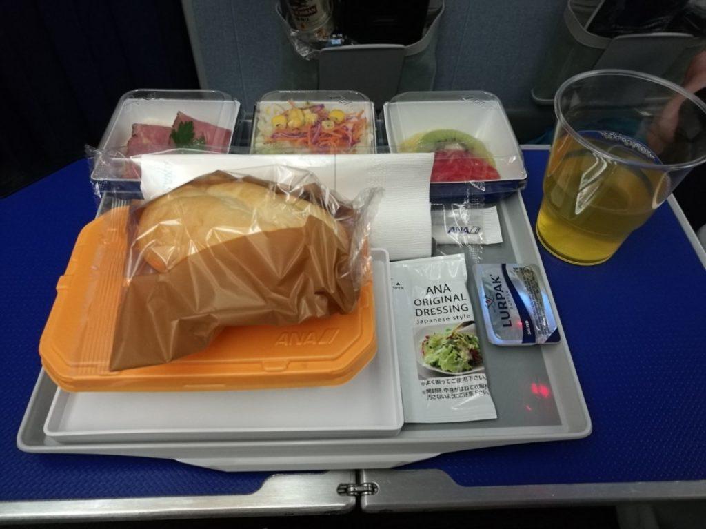 プレミアムエコノミー機内食1