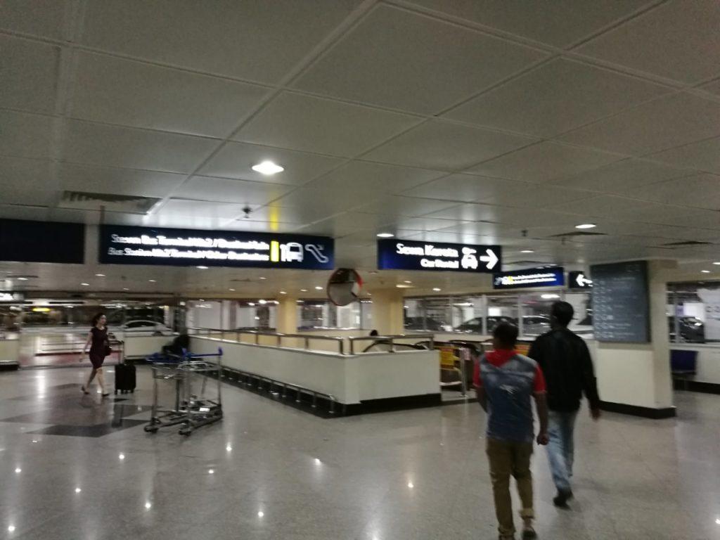 クアラルンプール国際空港動く歩道後