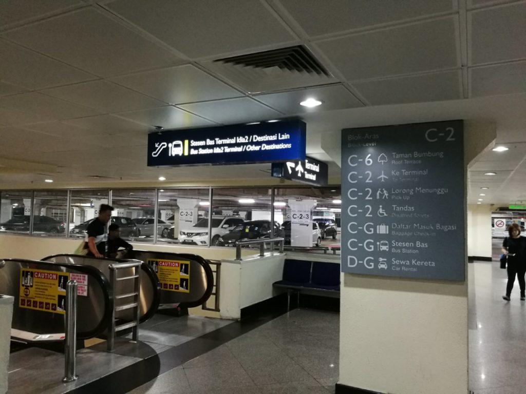 クアラルンプール国際空港バスターミナル移動降りエスカレーター1