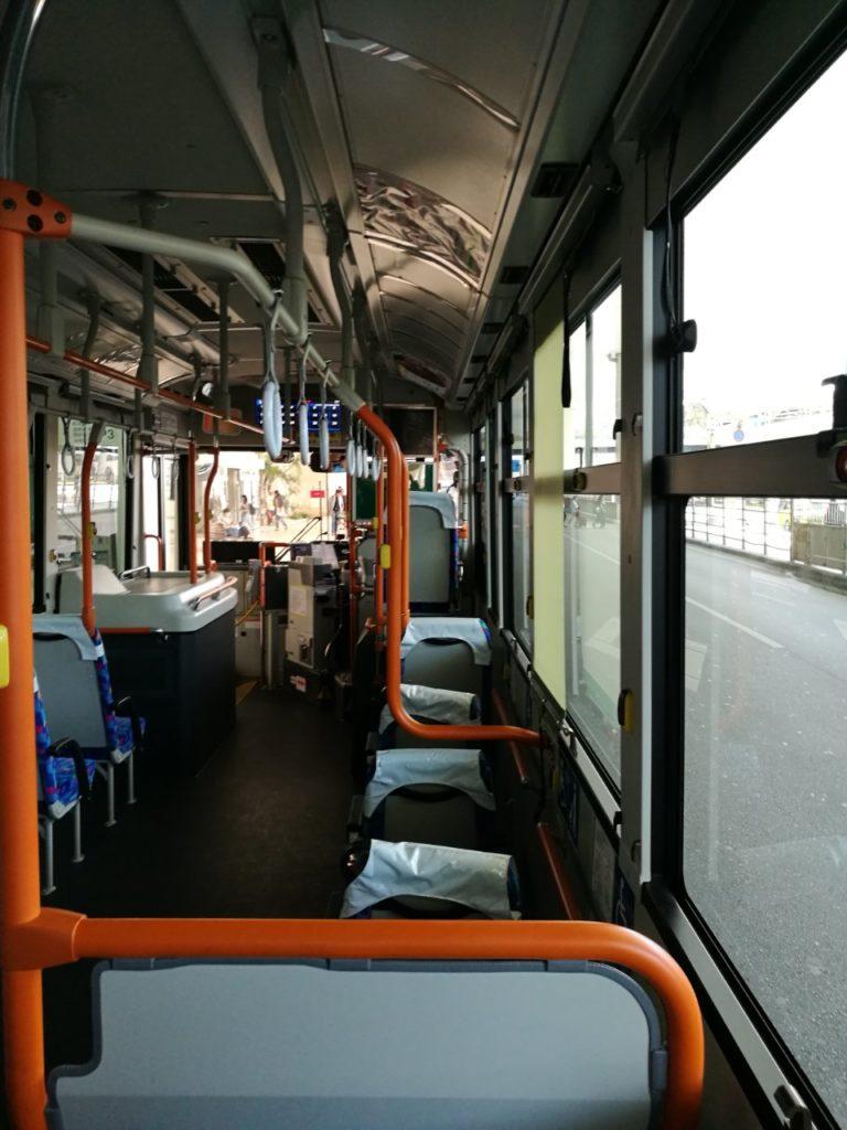 路線バス車内