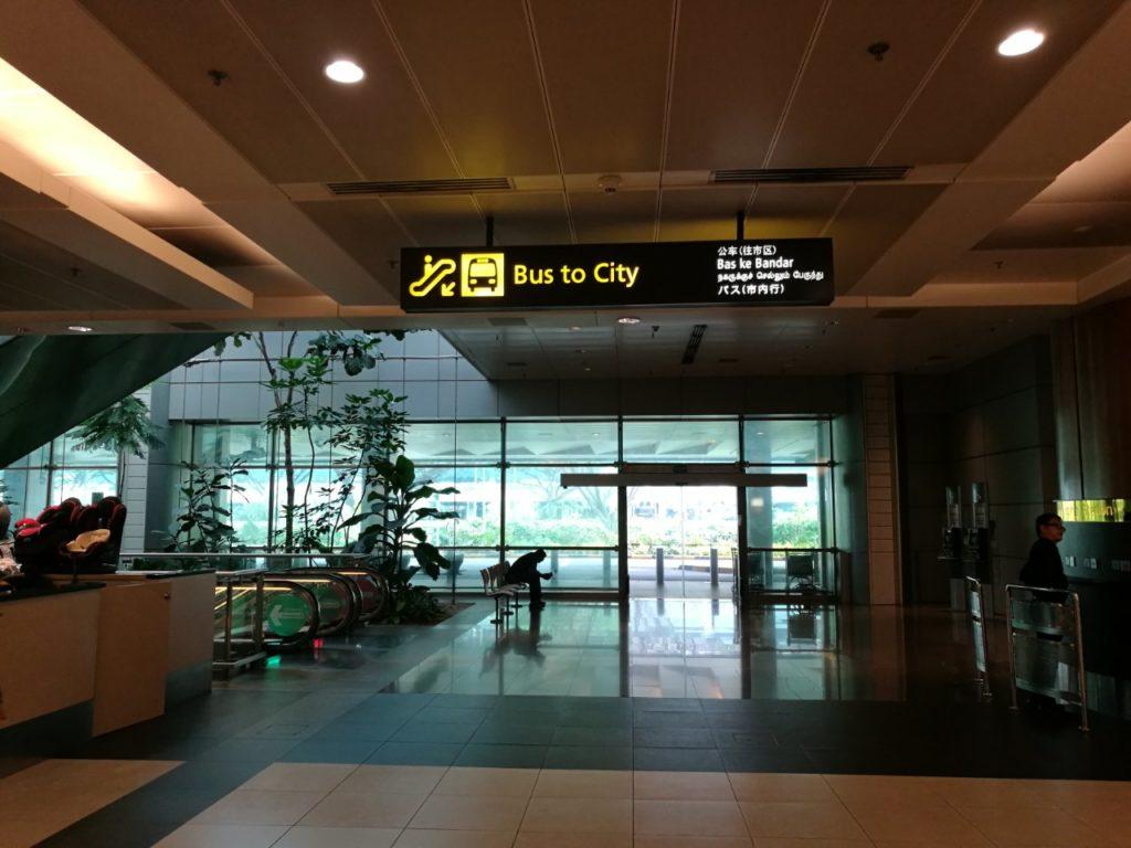チャンギ空港から市内行きバス案内3