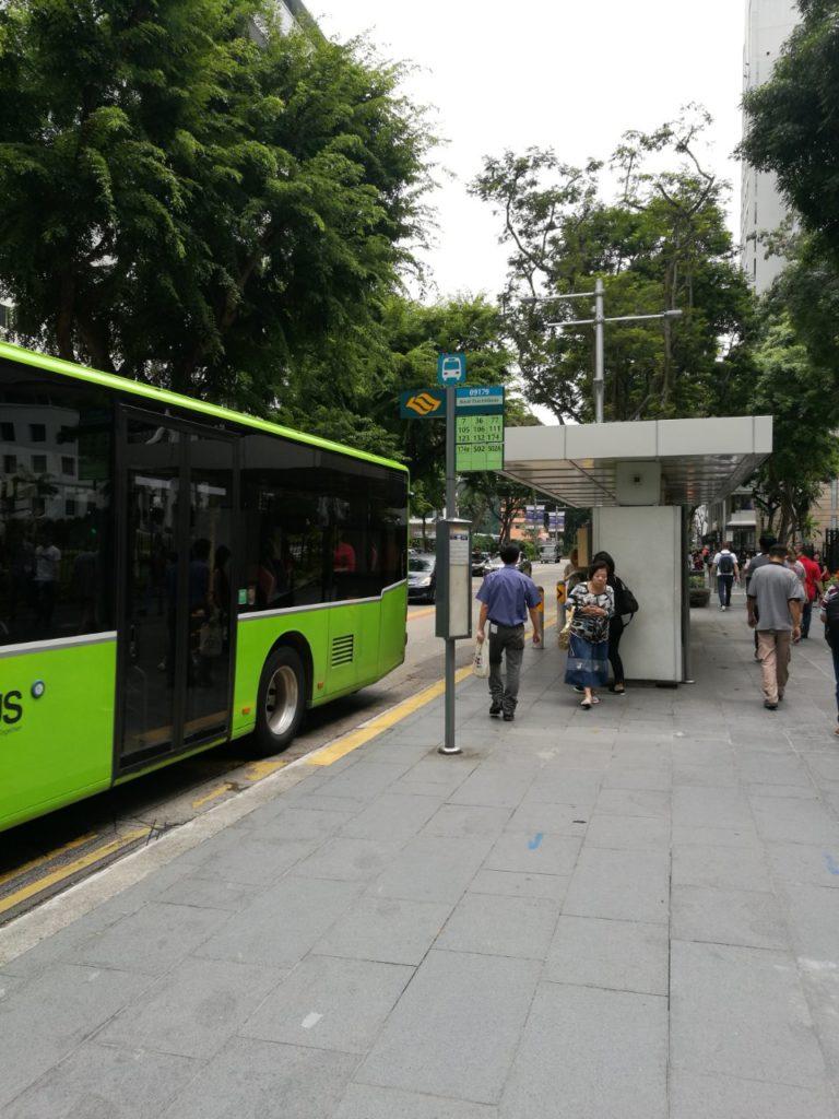シンガポール。タイ大使館前バス停
