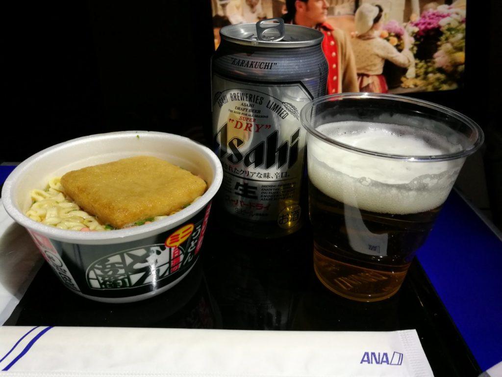 プレミアムエコノミー どん兵衛とビール