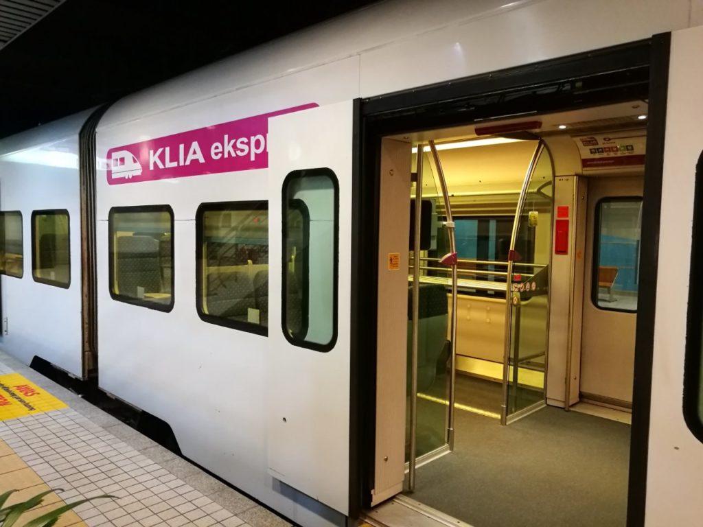 早朝深夜のKLセントラル駅8KLIAトランジット1