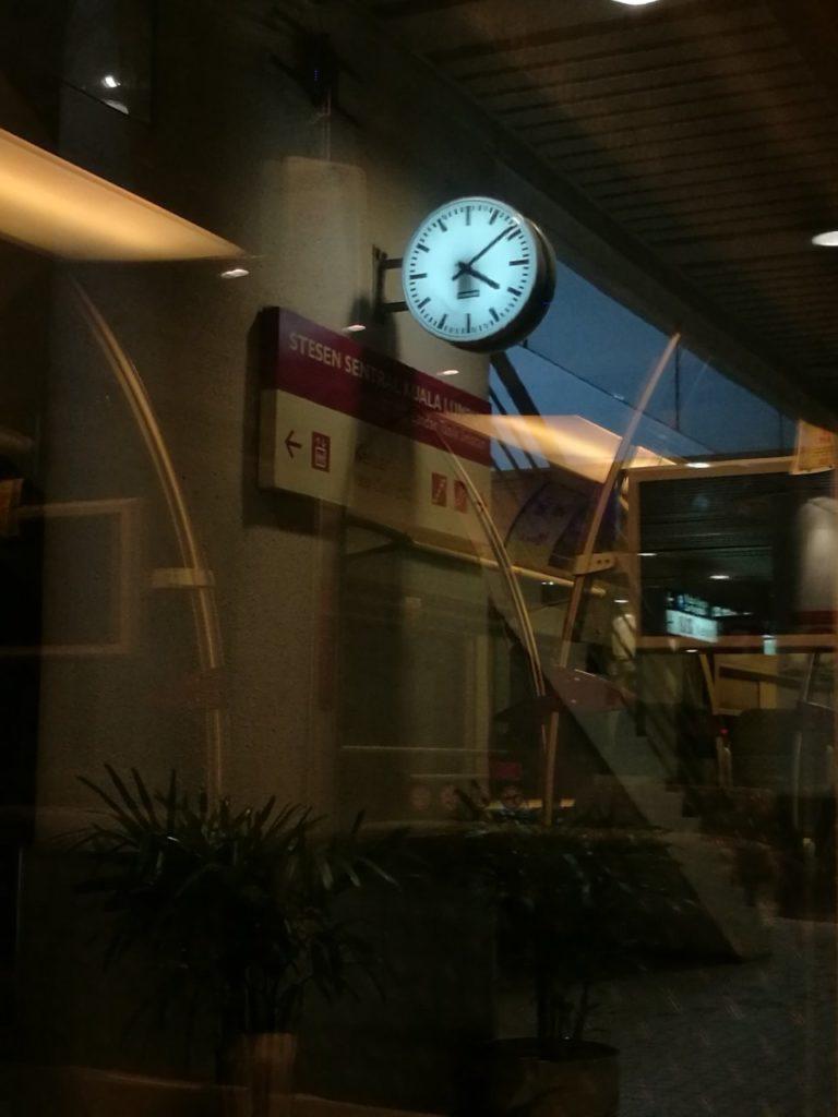 早朝深夜のKLセントラル駅8KLIAトランジット2