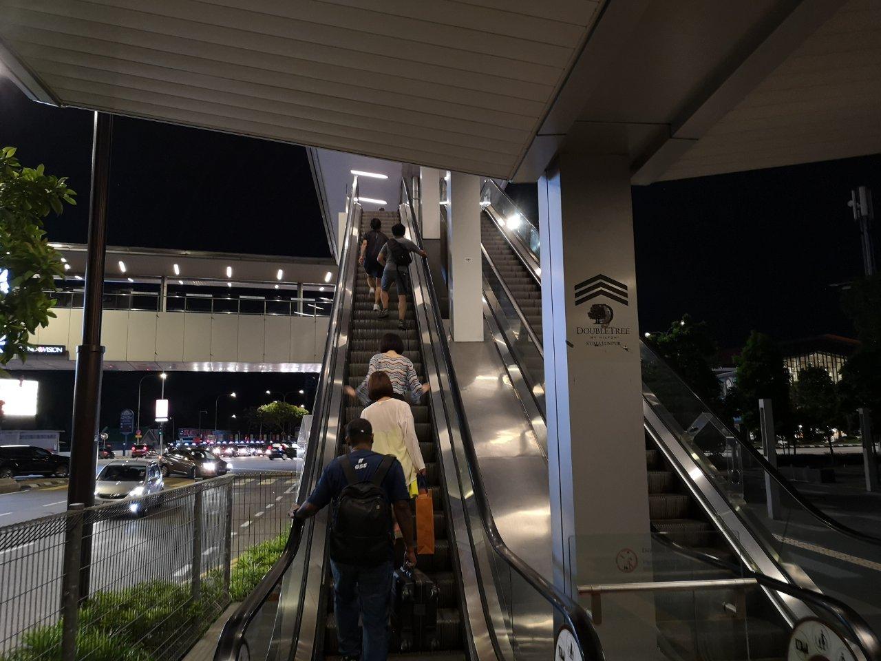 アンパンパーク駅からホテルまで