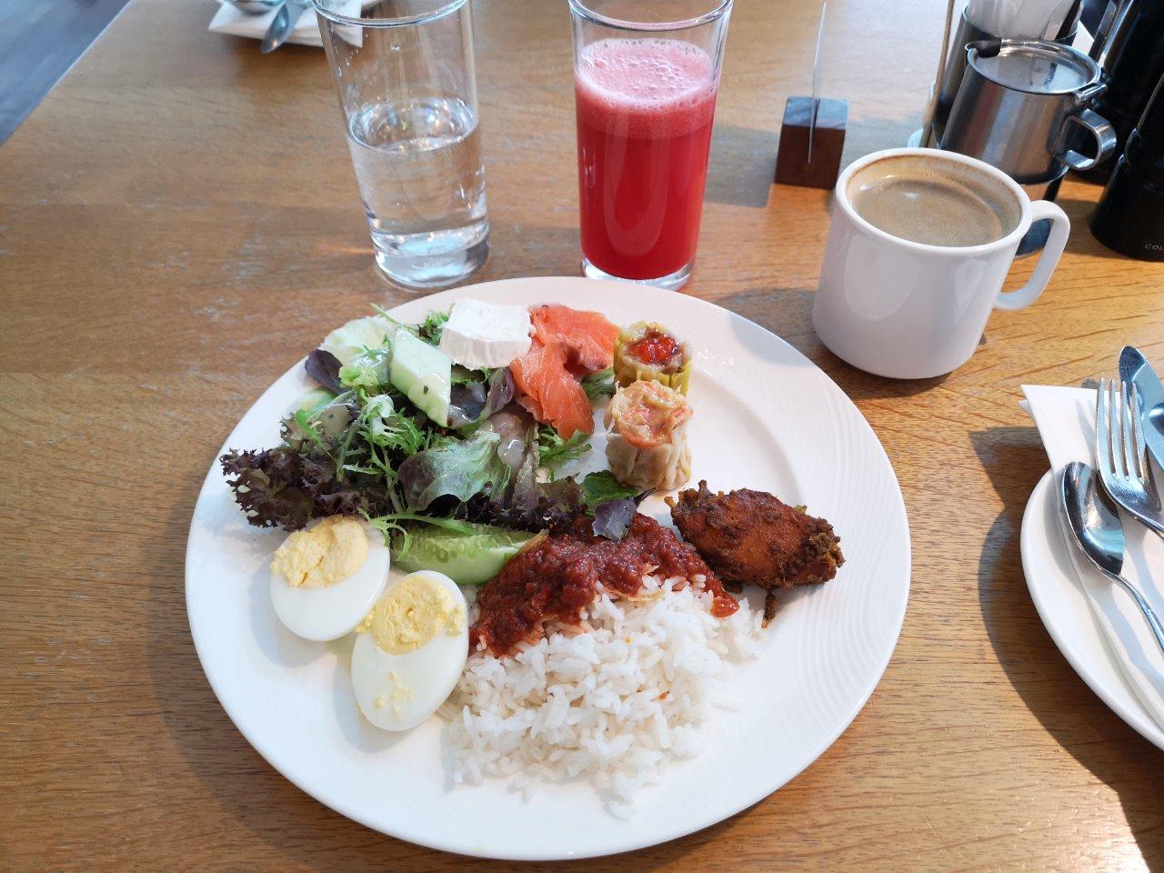 ヒルトンクアラルンプール朝食ナシレマ