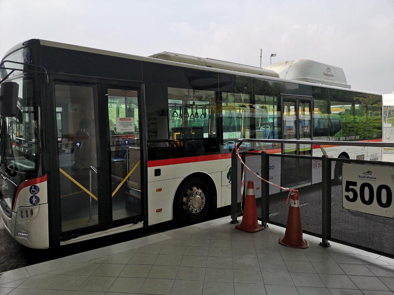 プトラジャヤを通るバス