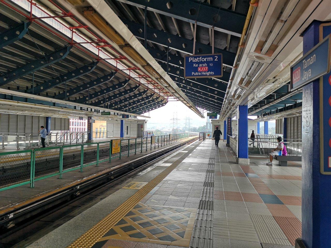 タマンジャヤ駅3