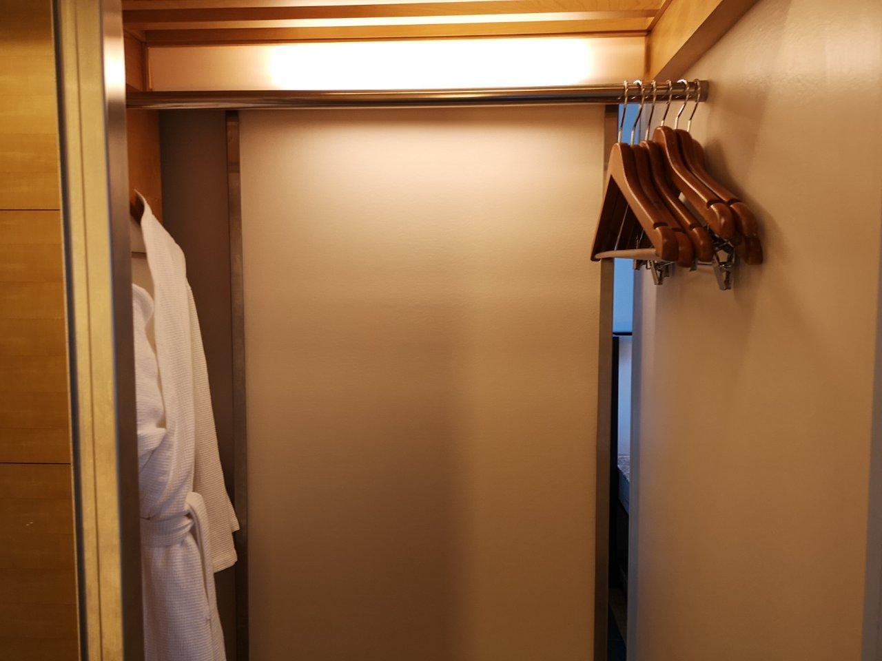 キングエグゼクティブレイクビュー2703号室23